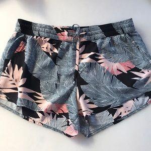 ❤️... Vans Tropical Shorts